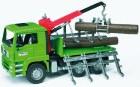 Prepravník dreva MAN s nákladným žeriavom a 3 kmeňmi stromov